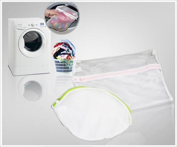Sử dụng túi giặt để bảo vệ các quần áo mỏng